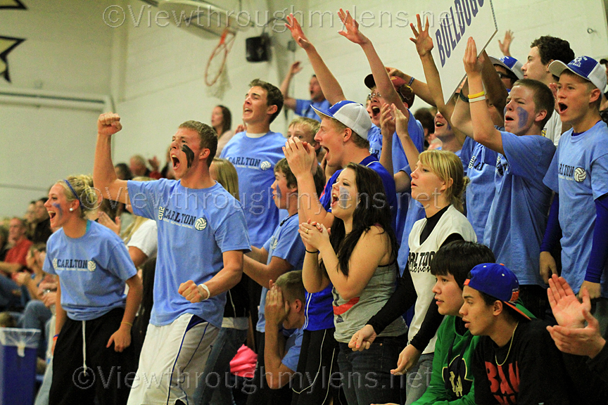 Carlton students erupt after a point