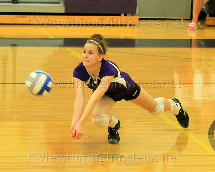 Kristie Wappes makes a diving dig Vs. Eveleth Gilbert