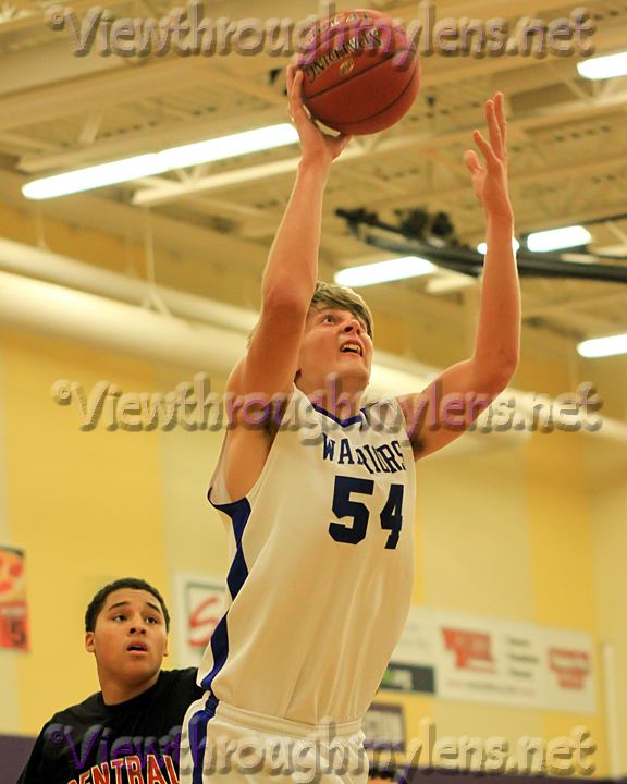 Deer River big man Noah Kaczor makes a layup vs. St. Paul Central