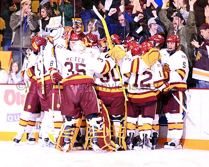 IMAGE: http://www.viewthroughmylens.net/Galleries/UMDMensHockey/Game2PlayoffsVsStCloud/UMDMenPlayoffGame2vsStCloudTM48.jpg